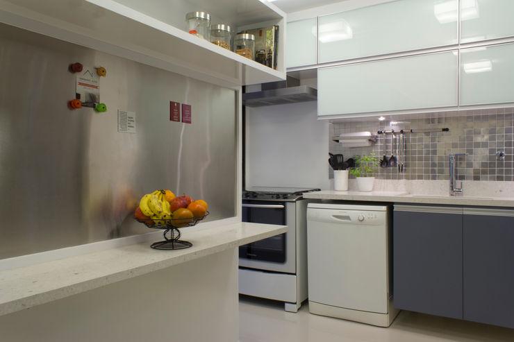 Cozinha em tons de cinza Semíramis Alice Arquitetura & Design Cozinhas minimalistas