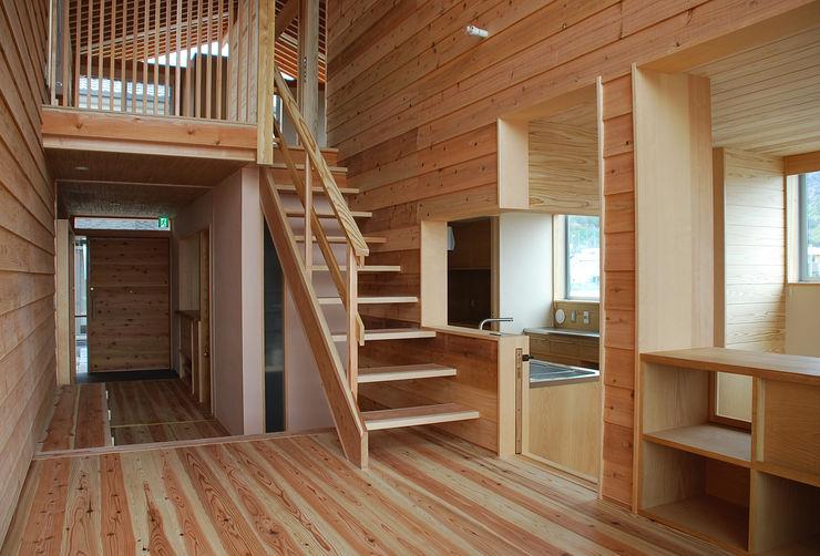 丸菱建築計画事務所 MALUBISHI ARCHITECTS Stairs Wood Wood effect