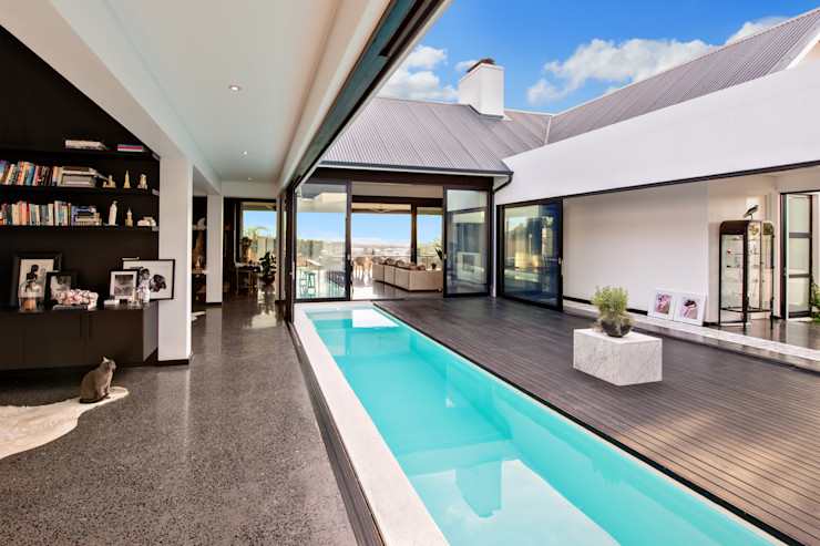 House Viljoen, Swimming Pool and Courtyard Hugo Hamity Architects Single family home Bricks White