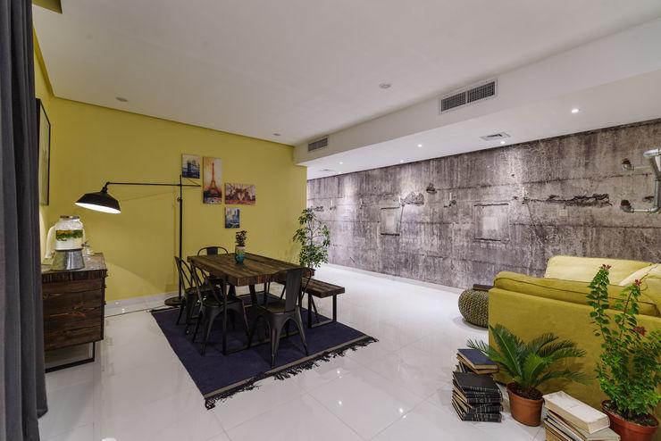 Industrial Living room Aorta the heart of art غرفة السفرة فلز Yellow
