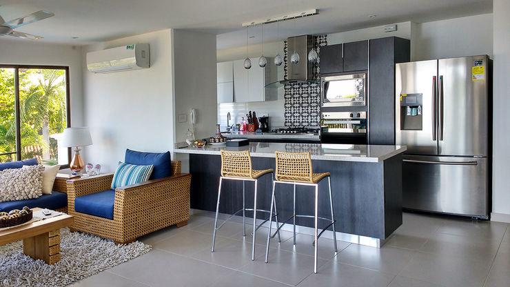 Remodelar Proyectos Integrales Modern kitchen Chipboard Grey
