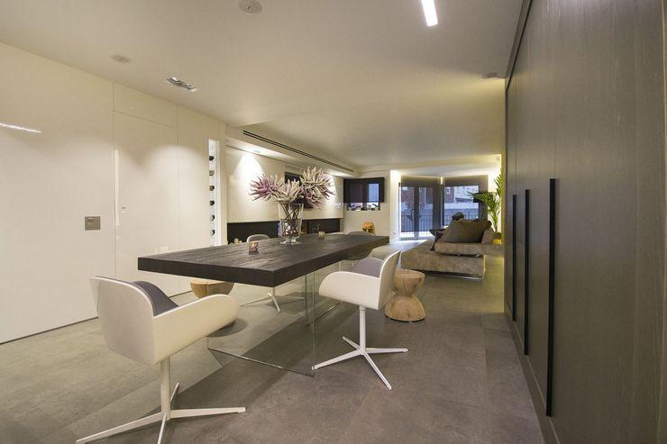 Interior Casa Particular Luxiform Iluminación Comedores de estilo moderno