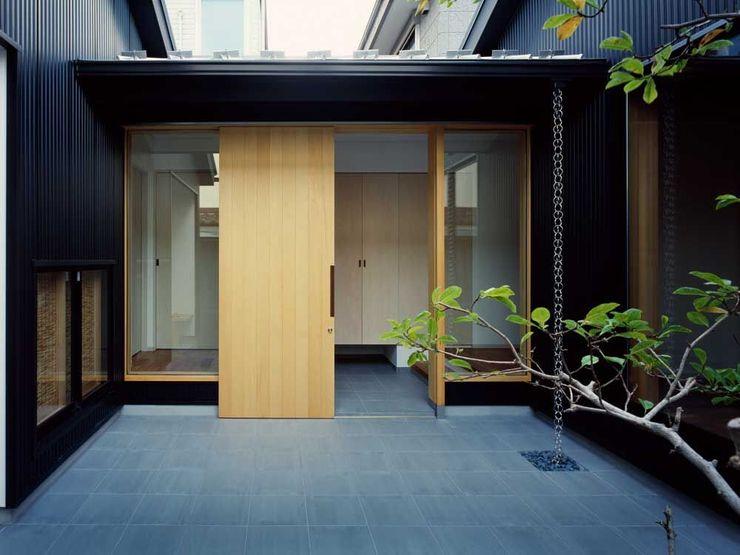 玄関ホール 前田工務店 木造住宅 木 黒色