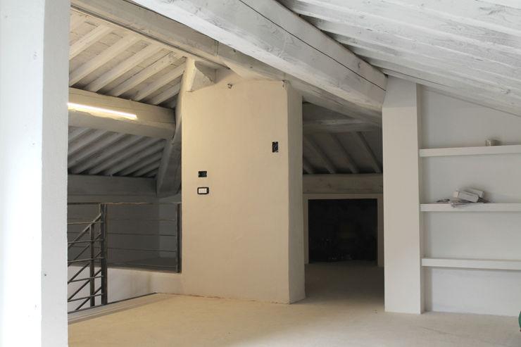 MAURRI + PALAI architetti Hipped roof Wood