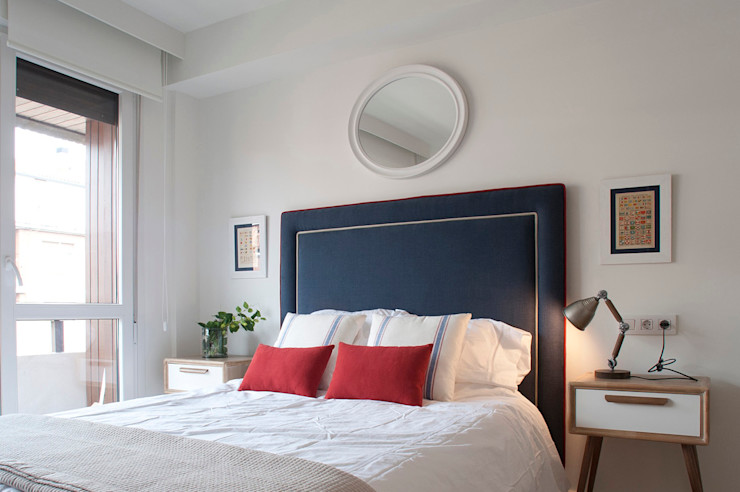 Reforma de piso con vistas Sube Interiorismo Dormitorios de estilo clásico Azul