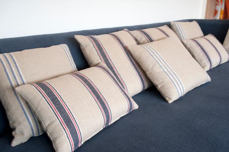 Reforma de piso con vistas Sube Interiorismo Salones de estilo clásico Azul
