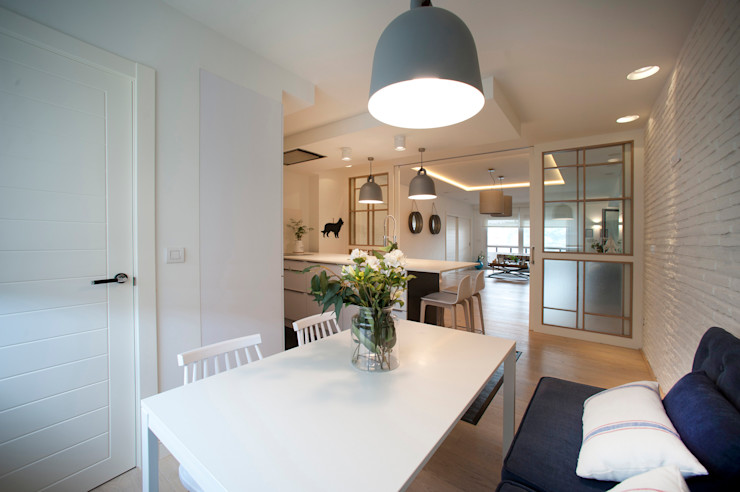 Reforma de piso con vistas Sube Interiorismo Comedores de estilo clásico Azul