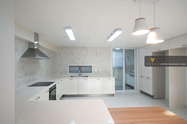 얀코인테리어 Nhà bếp phong cách hiện đại