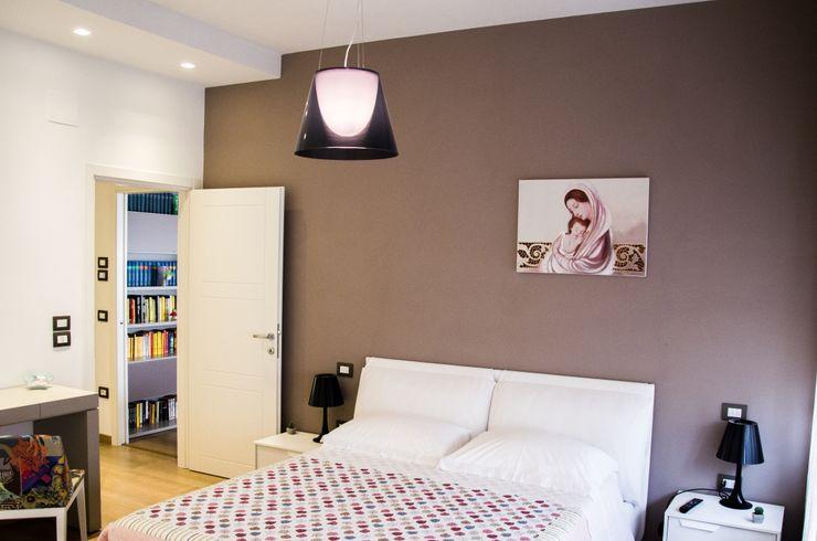 Calore e Design Studio ARCH+D Camera da letto moderna