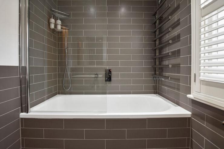 Case Study: Twickenham, Middlesex BathroomsByDesign Retail Ltd Modern bathroom