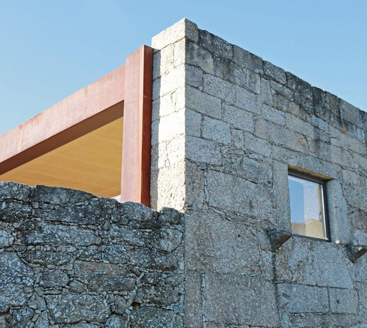 Casa no Gerês Atelier Vyasa Moradias Pedra