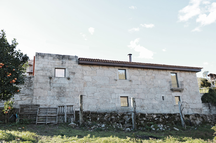 Casa no Gerês Atelier Vyasa Casas minimalistas Pedra