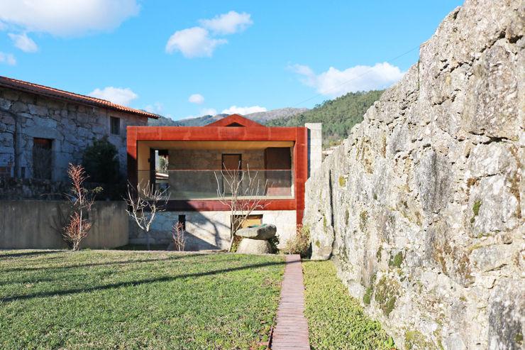 Casa no Gerês Atelier Vyasa Moradias Ferro/Aço
