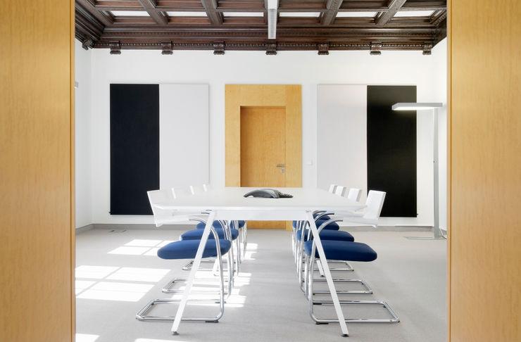 THEOPARK Rechtsanwalts und Steuerkanzlei - Konferenzraum Marius Schreyer Design Moderne Geschäftsräume & Stores