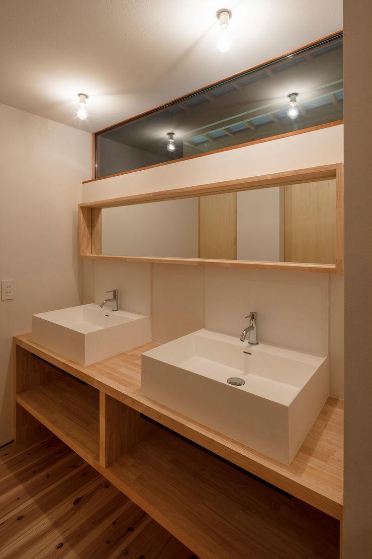 arbol Minimalist style bathroom Solid Wood White