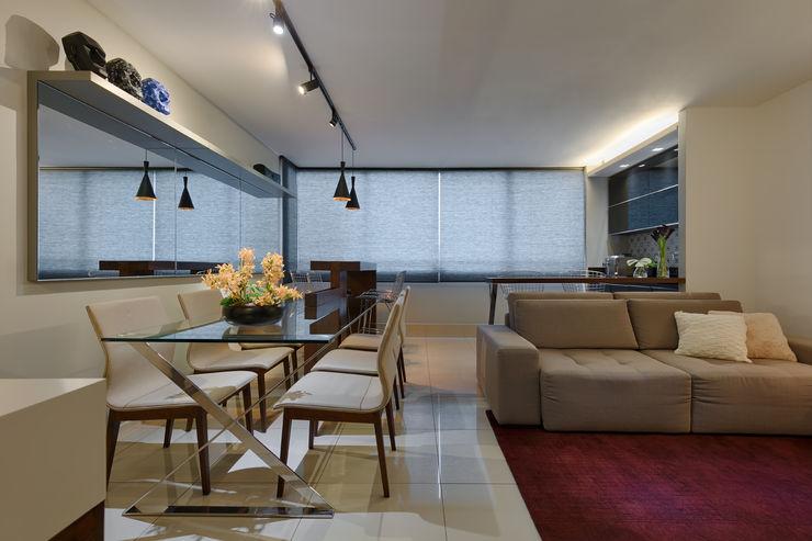 Sala Estar, Jantar e Varanda Integrados Emmanuelle Eduardo Arquitetura e Interiores Salas de jantar modernas