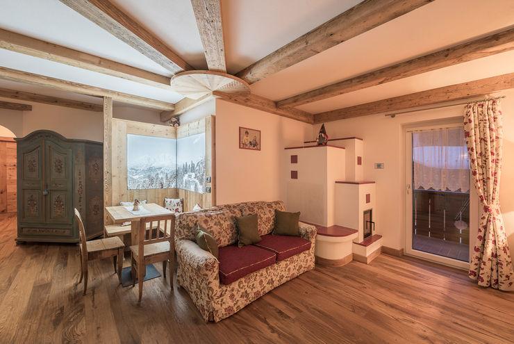 Arredi di montagna RI-NOVO Soggiorno in stile rustico Legno Marrone