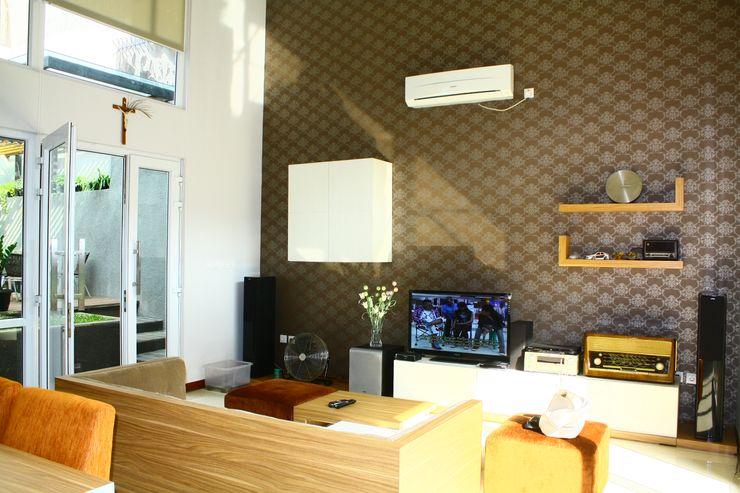 Detail Ruang Keluarga Exxo interior Living roomTV stands & cabinets