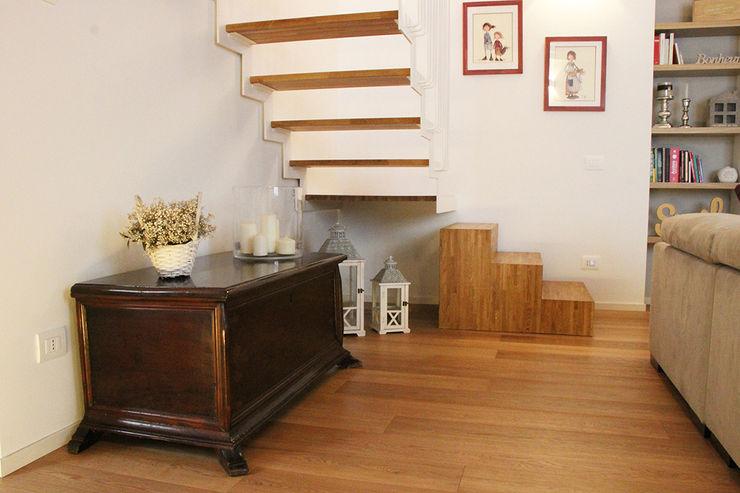 Casa con corte atelier architettura Soggiorno moderno