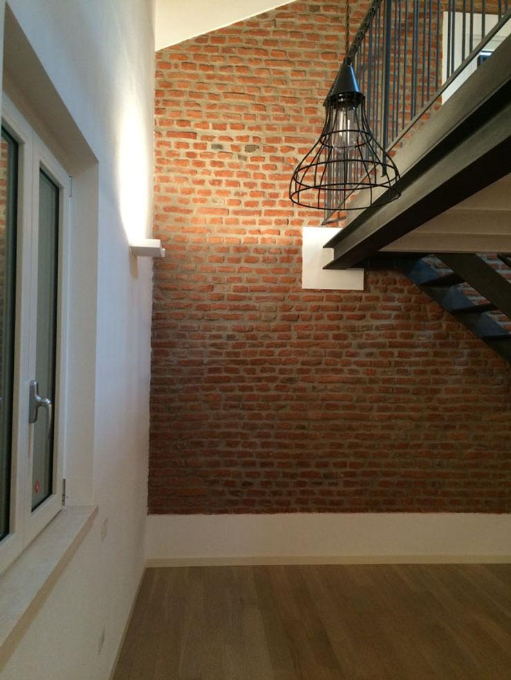 Casa unifamiliare in campagna atelier architettura Ingresso, Corridoio & Scale in stile moderno