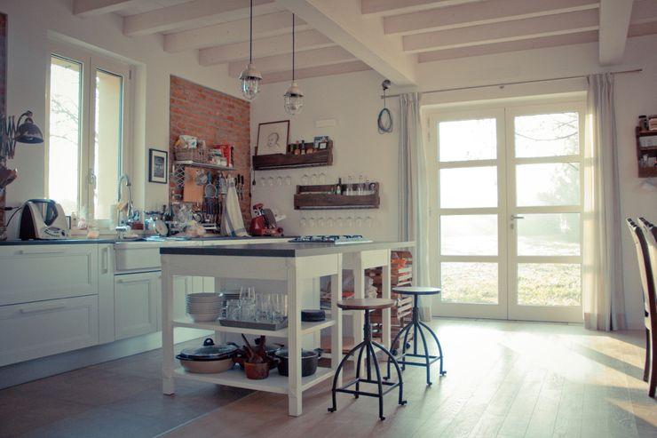 Casa unifamiliare in campagna atelier architettura Cucina rurale