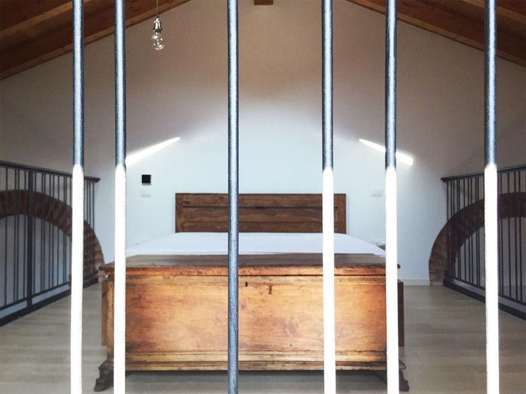 Casa unifamiliare in campagna atelier architettura Camera da letto rurale