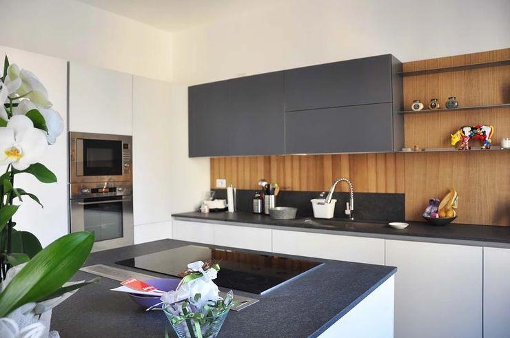 Appartamento in città atelier architettura Cucina moderna