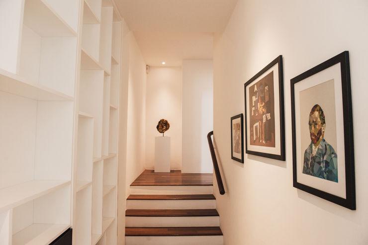 J Hous Studio Stairs تخته سه لایی White