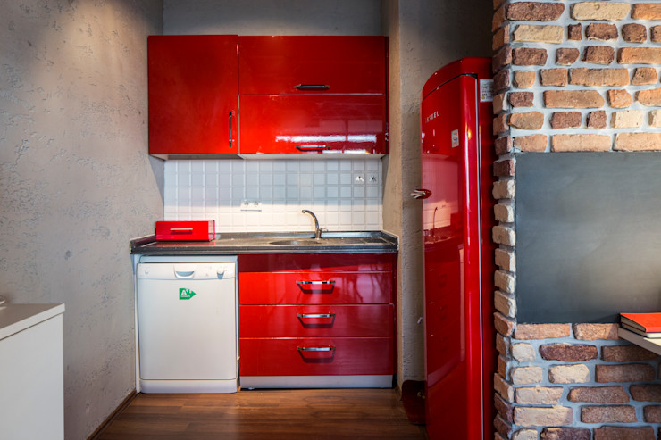 Ofis IKLIMA SENOL ARCHITECTURAL- INTERIOR DESIGN & CONSTRUCTION Ofis Alanları Kırmızı