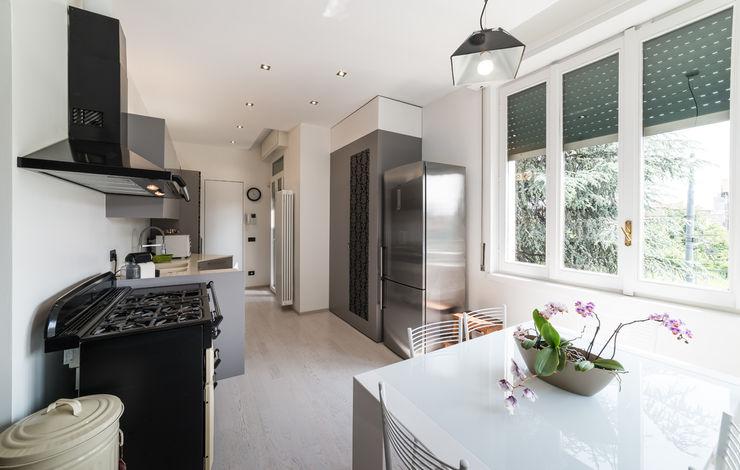 Appartamento in villa Annalisa Carli Cucina eclettica Legno Grigio