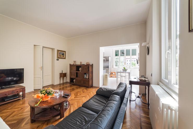 Appartamento in villa Annalisa Carli Soggiorno eclettico Legno Beige