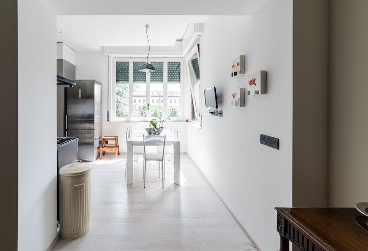 Appartamento in villa Annalisa Carli Cucina eclettica Legno Bianco