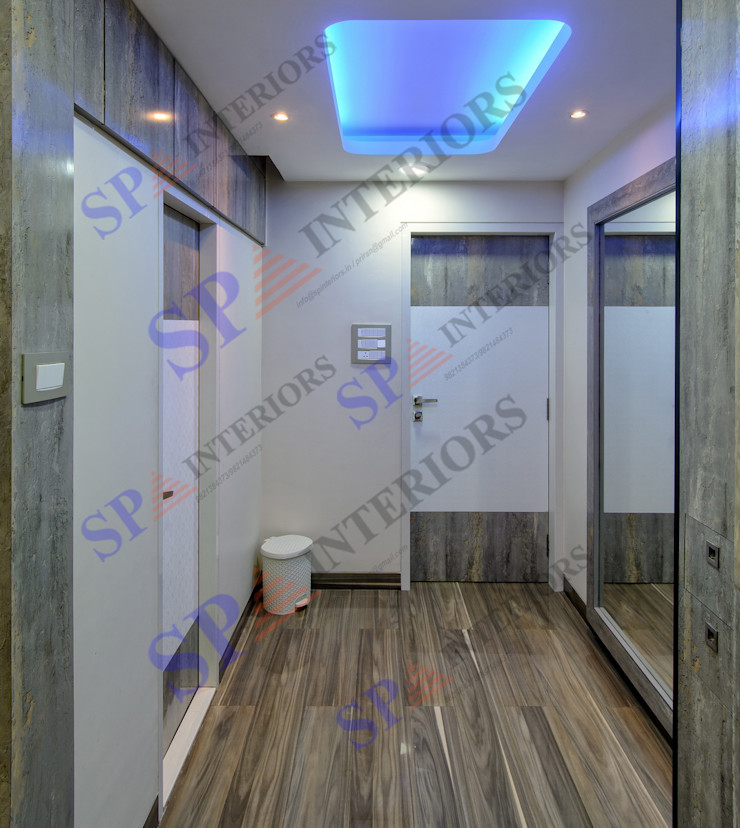 SP INTERIORS Modern corridor, hallway & stairs