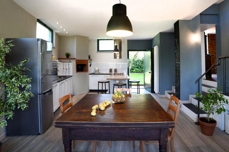 Il garage diventa un' ampia cucina. Rifò Cucina in stile rustico