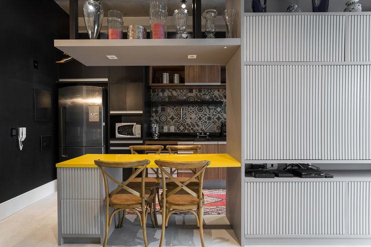 Studio Ideação Nhà bếp phong cách kinh điển