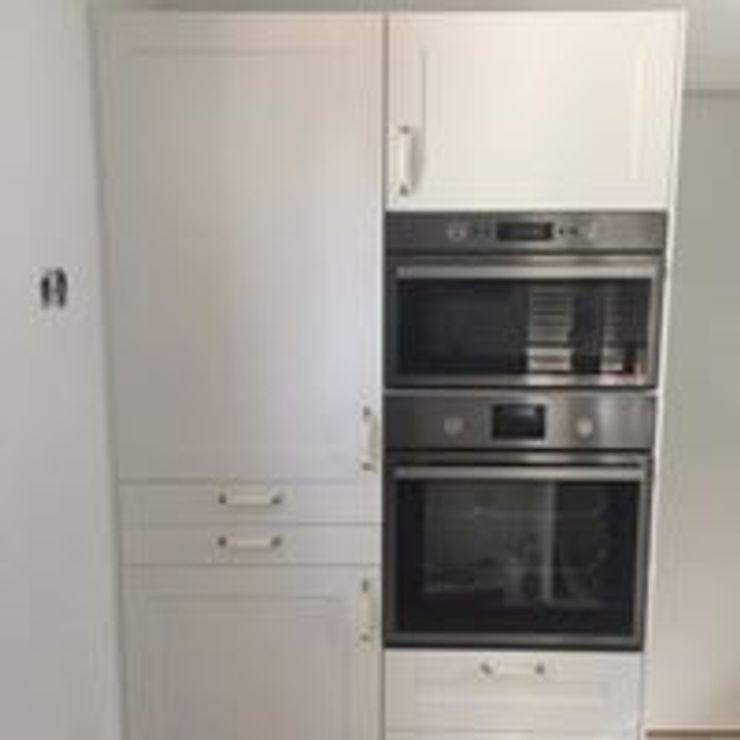 Drevo - Wood Solutions Lda KitchenCabinets & shelves