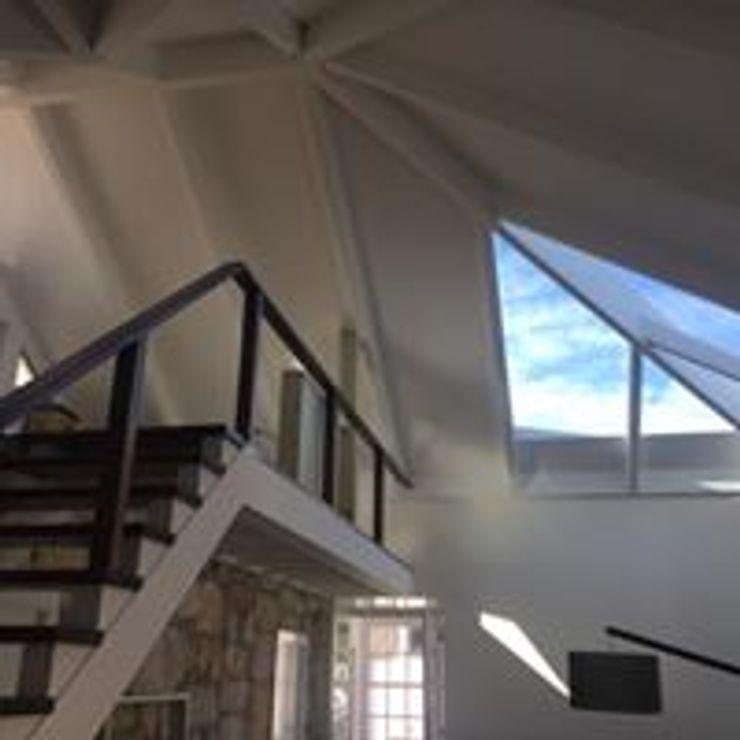 Drevo - Wood Solutions Lda Hipped roof