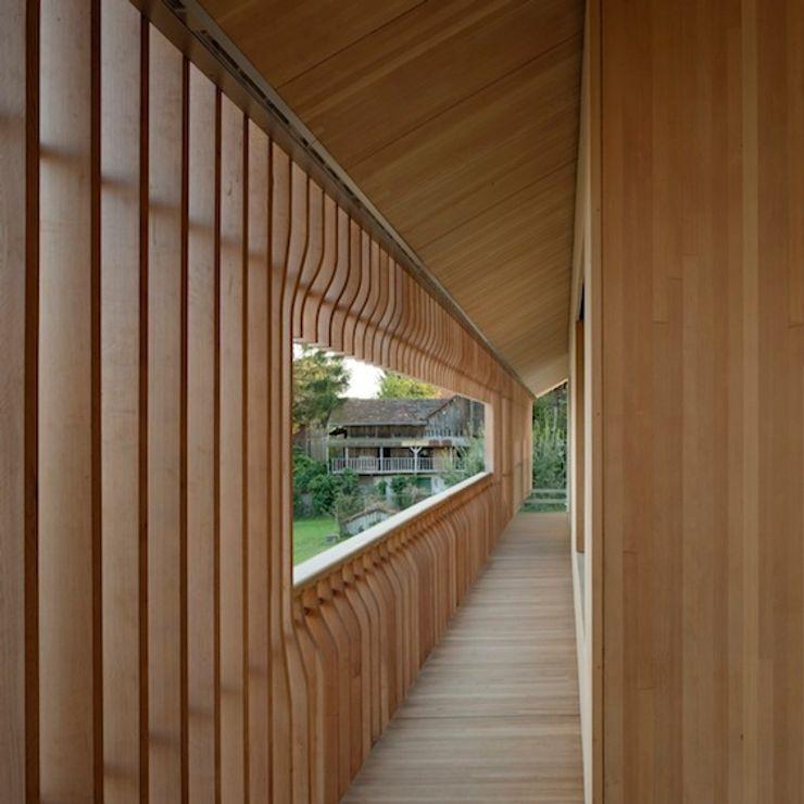 Drevo - Wood Solutions Lda Minimalist corridor, hallway & stairs