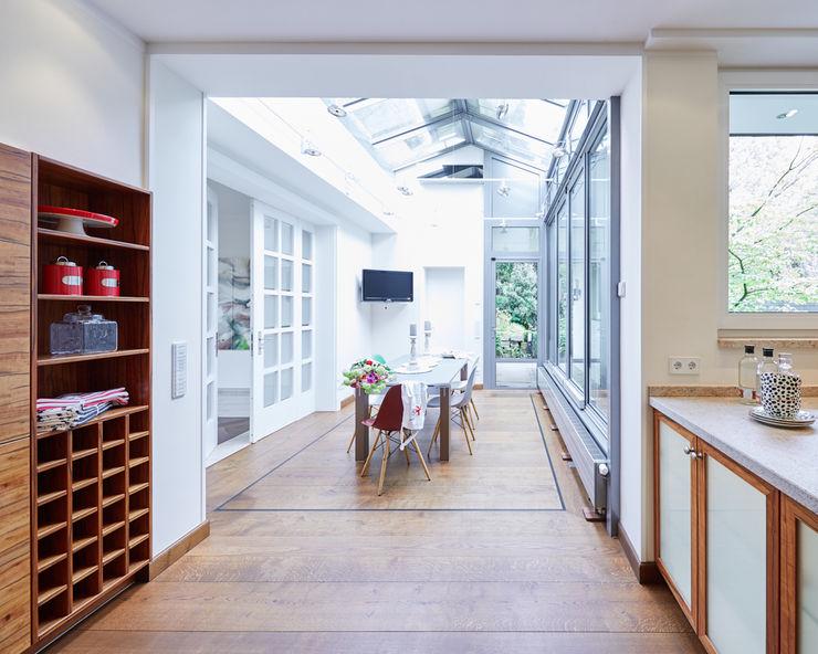 Exponierte Unternehmervilla in Bestlage - Geniessen Tschangizian Home Staging & Redesign Klassischer Wintergarten