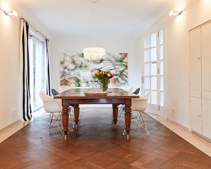 Exponierte Unternehmervilla in Bestlage - Tafelfreude Tschangizian Home Staging & Redesign Moderne Esszimmer