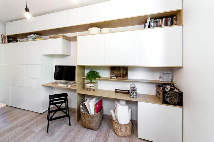 CAROLE HEINRICH SARL ห้องอ่านหนังสือและห้องทำงานโต๊ะทำงาน