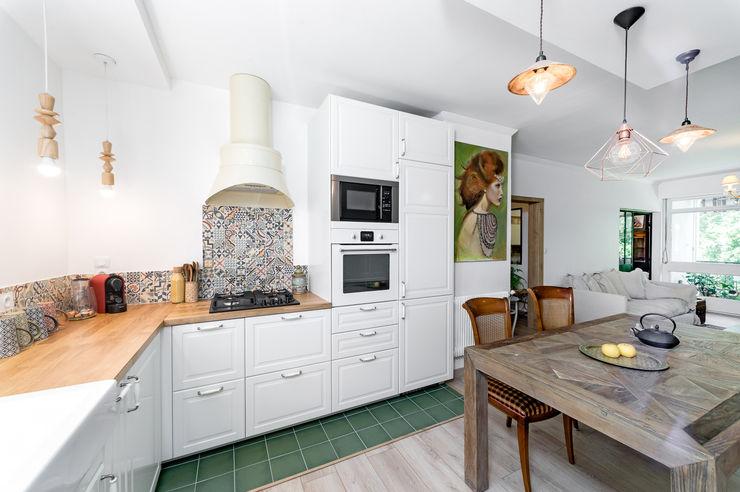 CAROLE HEINRICH SARL ห้องครัวตู้เก็บของและชั้นวางของ