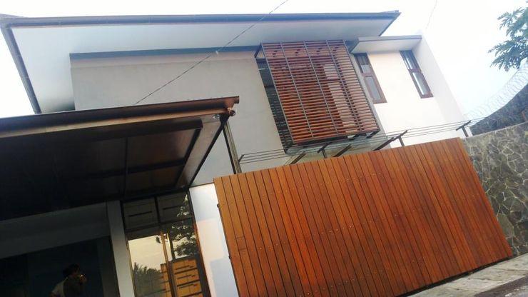 Kahuripan Architect Modern walls & floors Bricks Grey