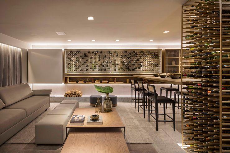 Living Traama Arquitetura e Design Adegas modernas Ferro/Aço Ambar/dourado