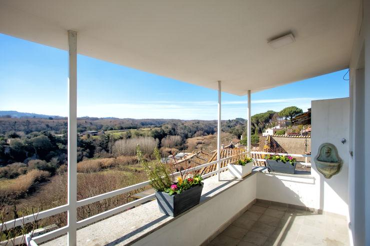 Casa-Cannocchiale MAMESTUDIO Balcone, Veranda & Terrazza in stile minimalista