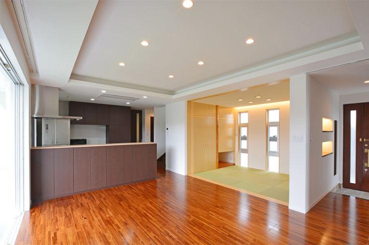 森の二世帯 久友設計株式会社 モダンデザインの 多目的室