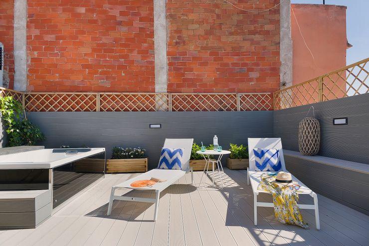 Terraza solarium con bañera con hidromasaje Markham Stagers Balcones y terrazas de estilo moderno