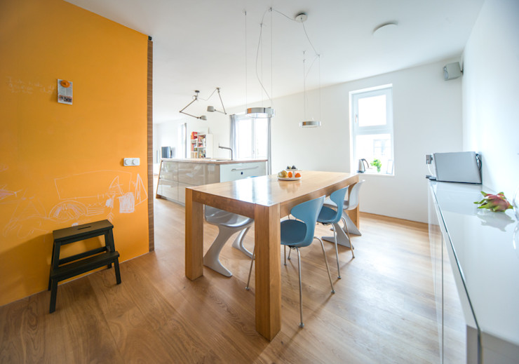 B1 architectuur Comedores de estilo moderno Madera Naranja