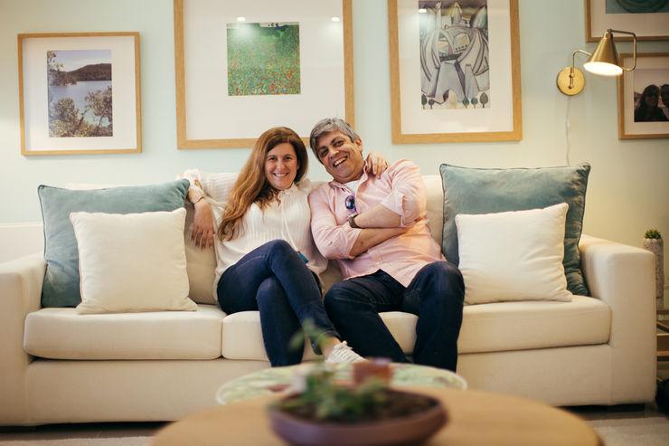 Os designers Sheila e Mário Moura Azevedo ShiStudio Interior Design Sala de estarSofás e divãs