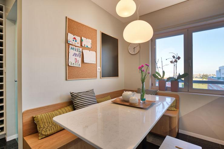 Cozinha ShiStudio Interior Design CozinhaMesas e cadeiras